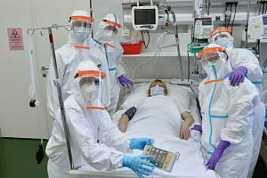 Fakultní nemocnice v Motole se stará o pacienty nakažené infekcí COVID-19.