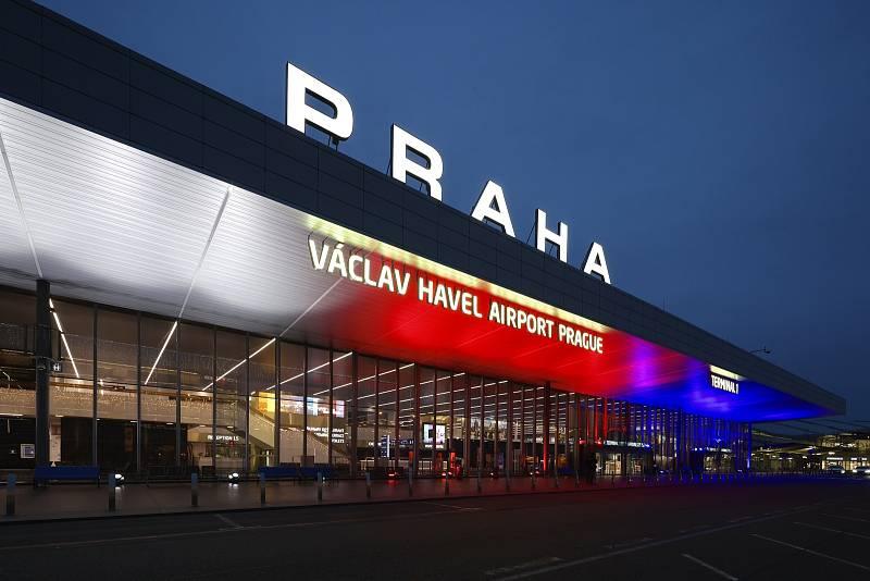Nasvícené Letiště Václava Havla 17. 11. 2020.