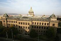 Starý kabát nahradí nový kabát. Naděje, že se rekonstrukce Národního muzea v Praze za více než tři miliardy korun zahájí včas, zatím trvají.