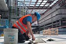 Zaměstnavatelé mají podle pobočky pražského úřadu práce největší zájem o dělníky v oblasti výstavby budov, uklízečky, pracovníky ostrahy a řidiče nákladních automobilů.