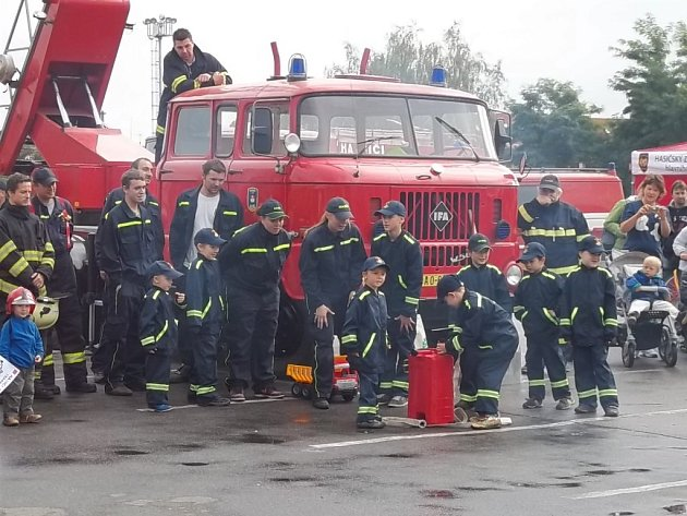 Mezi mládím a zaslouženým věkem mají radotínští hasiči mezeru.