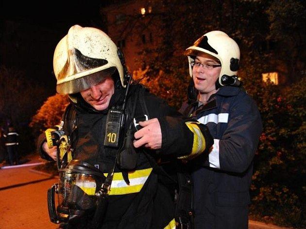 Požár sklepní kóje domu v Bělocerkevské ulici v pražských Vršovicích.