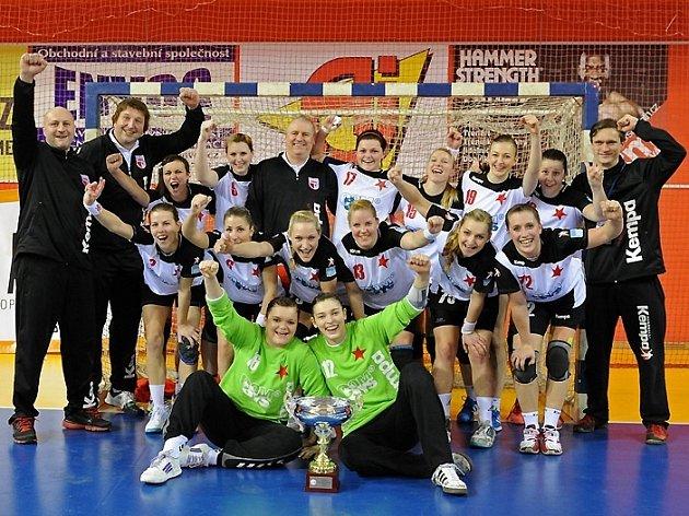 VÍTĚZKY! V roce 2012 patří Český pohár házenkářkám pražské Slavie.