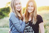 Sesterská dvojice A Cup Of Style.
