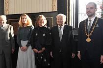 Primátor Hřib předal 18. prosince 2019 Čestná občanství hlavního města Prahy a Ceny hlavního města Prahy.
