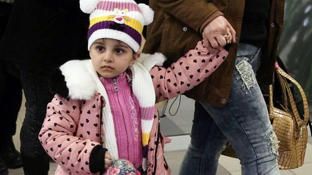 Přílet skupiny křesťanských uprchlíků z Iráku na letiště Václava Havla