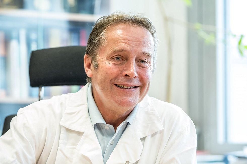 Tomáš Trč, přednosta Kliniky dětské a dospělé ortopedie a traumatologie 2. lékařské fakulty Univerzity Karlovy a Fakultní nemocnice v Motole