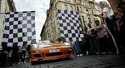 DIAMOND RACE. Česká obdoba ilegálního závodu Gumball 3000 odstartovala ve čtvrtek z Pařížské ulice.