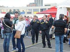 Hokejové zápasy na mistrovství světa v Praze hlídají i hasiči.