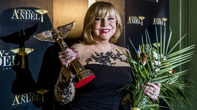 Do Síně slávy byla na cenách Akademie populární hudby Anděl slavnostně uvedena osmašedesátiletá zpěvačka Hana Zagorová.