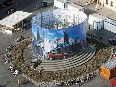 Rekonstrukce. Sousoší Jana Husa na Staroměstském náměstí by mělo být zakryto po celou dobu oprav, tedy dlouhé tři roky.