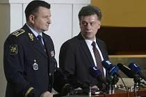 Policejní prezident Tomáš Tuhý a předseda sněmovní vyšetřovací komise k reorganizaci policejních útvarů Pavel Blažek