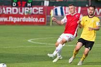 RESTART. Fotbalista Miroslav Verner (ve žlutém) se z nemocničního lůžka se zlomeným obratlem a myšlenkami na to, zda bude vůbec chodit, vrátil zpět na fotbalové trávníky.