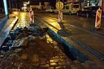 Závada kolejového podloží v ulici Ke Stírce.