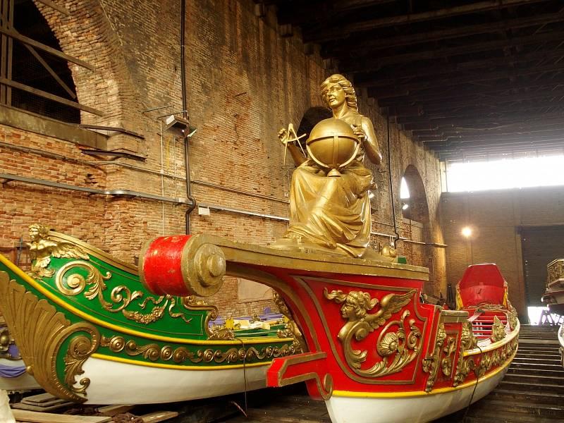 Benátská loď Geografia připluje do Prahy na slavnosti svatojánských Navalis. Bude to poprvé, co opustí domáckou loděnici v benátském Arsenalu.