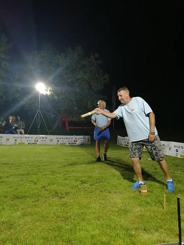 """Parta Husinec Kubb se zapsala do České knihy rekordů, sportovní disciplínu """"kubb"""" hrála nonstop 24 hodin."""