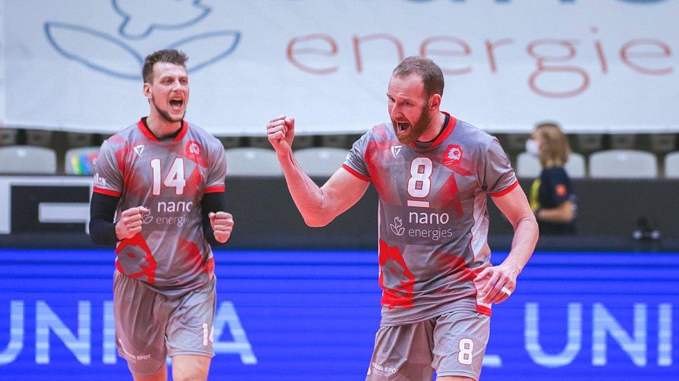 Jiří Král (vpravo) a Matej Mihajlovič emotivně prožívali utkání s Jihostrojem.