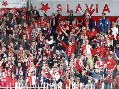 Hráči Slavie budou v dnešním zápase podporu fanoušků potřebovat.