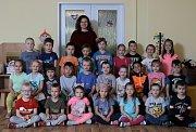 MŠ Oáza - předškoláci. Na fotografii třídy - Včelky,Berušky,Motýlci a ředitelka Eva Derynková.