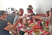 Ve všech krajích Česka odstartovaly multikulturní obědy v rámci projektu Rodina odvedle.