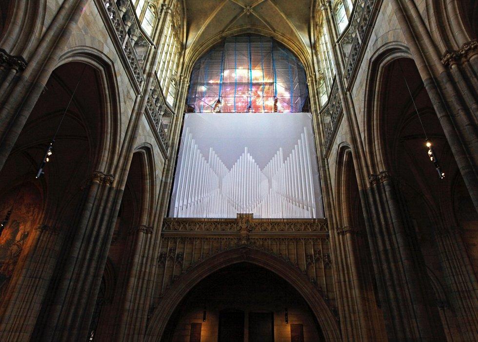 V pondělí odpoledne byla v katedrále svatého Víta za účasti kardinála Dominika Duky podepsána smlouva  s vítěznou firmou (Gerhard Grenzing S.A.) na výrobu majestátního nástroje Svatovítských varhan.