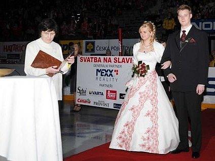 O blahopřejícné svědky neměli novomanželé nouzi.