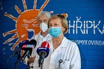 Nové očkovací centrum v Nemocnici Na Bulovce. Primářk Hana Roháčová z Kliniky infekčních, parazitárních a tropických nemocí.