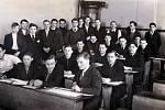 Ve škole Stanislav Čáslavka ve třetí lavici uprostřed.