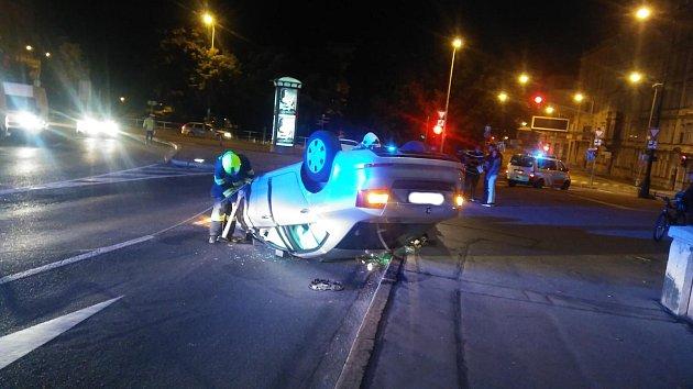 Nehoda octavie na Jiráskově mostě.