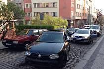 Ulice Vršovic křižoval s více jak dvěma promile v dechu. Odneslo to pět aut.