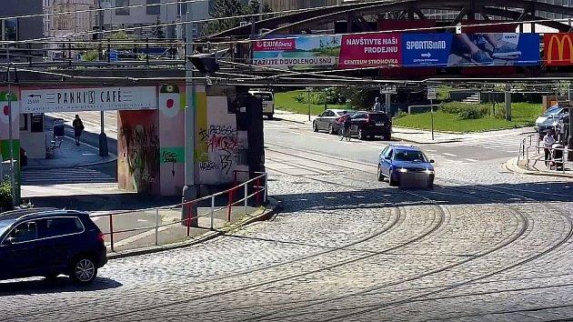Pronásledování muže podezřelého z krádeže vozidla