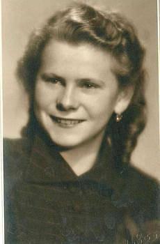 Celou základní školu studovala paní Hedvika v době probíhající 2. světové války.