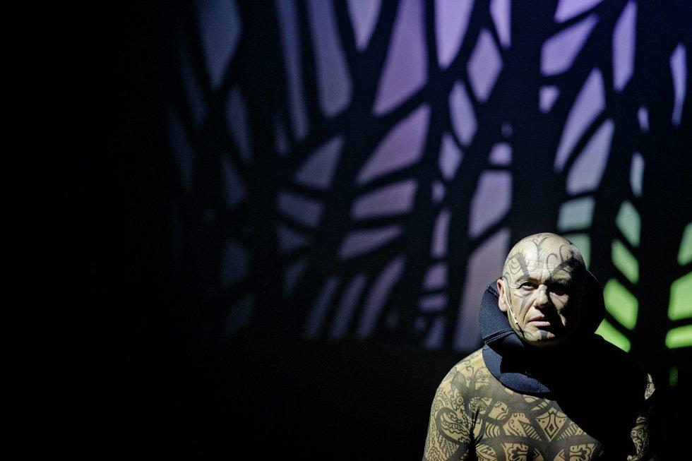 V pražském divadle Kalich byl novinářům 3. září představen nový muzikál Mauglí, autorů Gábiny Osvaldové a Ondřeje Soukupu, v režii dua Skutr.