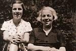 Věra s maminkou Josefínou před válkou.