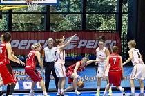 Byl to boj! VŠ přivítalo basketbalistky Hradce Králové.
