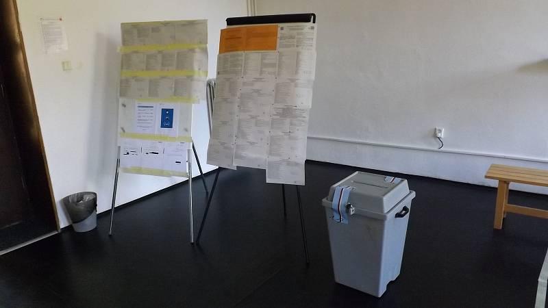 Volby na Karlínském náměstí.