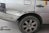 Policie hledá svědky dopravní nehody kamionu a SUV v Letňanech.