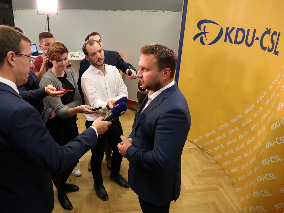 Čekání na výsledky voleb ve štábu KDU-ČSL, na snímku Marian Jurečka.