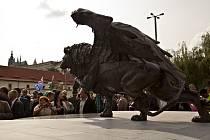 V úterý 17. Června 2014, téměř 70 let po konci války, byl na pražském Klárově slavnostně odhalen památník Okřídleného lva, který je poctou 2500 československým letcům, již na křídlech RAF bojovali za osvobození Evropy od nacistické tyranie.