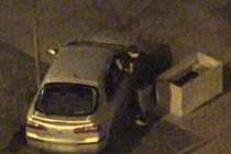 Strážníci na auto nasadili botičku a zajistili dokumentaci pro pozdější projednání věci ve správním řízení. O tři čtvrtě hodiny později stejná hlídka vyjížděla na stejné místo znovu – tentokrát kvůli žádosti o sejmutí botičky.