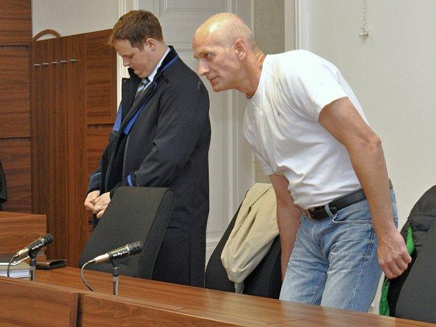 Ze smrti bývalé přítelkyně obžalovaný Slovák Miroslav Sabol u Městského soudu v Praze.