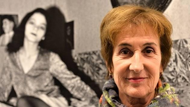 Švýcarská fotografka s českými kořeny Iren Stehliová zahájila v pondělí 12. října 2015 v pražském Domě fotografie svou výstavu Libuna a jiné eseje.