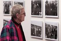 Ze zahájení pražské výstavy fotografií Osvětimské album.