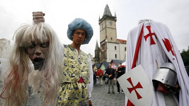 Dny Prahy začaly 26. června na Staroměstském náměstí za přítomnosti bytostí pražských pověstí.