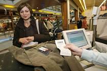 V obchodním řetězci Tesco vám zboží po předložení paragonu rádi vymění. V případě oblečení musí být však textil neporušený a označený visačkou.