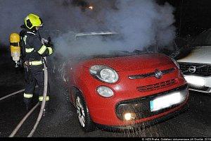 Požár vozidel ve Vysočanech.