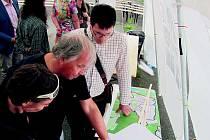 VÝSTAVA studentských urbanistických prací na komořanském náměstí. Akci uvedl předseda Spolku pro Komořany.