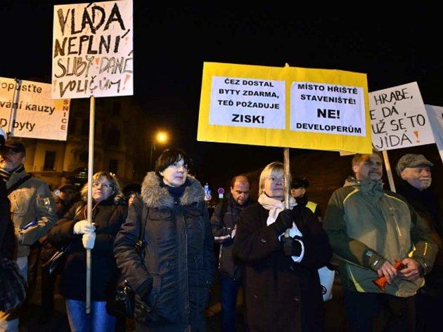 Demonstrace proti prodeji domů na sídliště Písnice. Ilustrační foto.