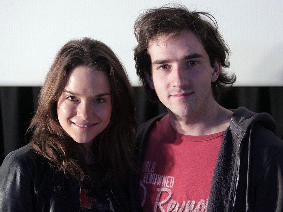 Herec Matouš Ruml s herečkou Kristínou Svarinskou.