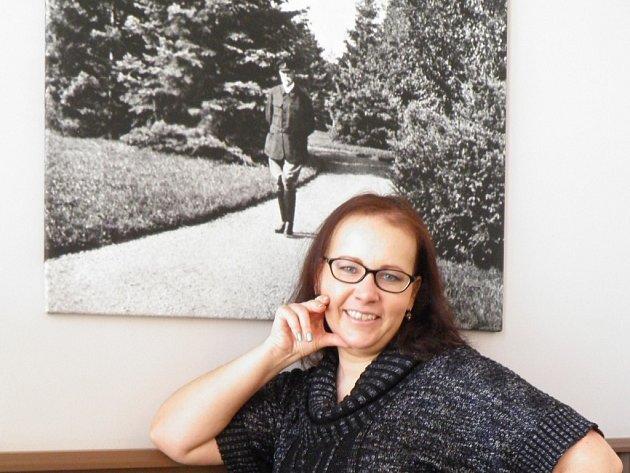 """Nikol začala pracovat ve finanční společnosti. Ve volných chvílích ale stále dochází do Thomayerovy nemocnice, kde vypomáhá zdejšímu duchovnímu. """"Ráda také zajdu do Naší kavárny v nemocnici, kde to na mě vždy dýchne historií,"""" řekla."""